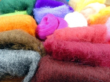 Filzwolle Vlies in bunten Fetzen - 25 Farben, insgesamt ca. 100 Gramm plus 2 Knäuel Merino Filzwolle - 4